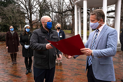 UNC Chancellor receives award from American Red Cross
